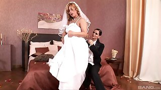 Bride gets laid relative to one last cheating XXX show with a hot lesbian
