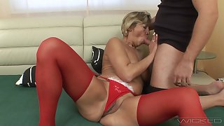 Fucking between a younger lover and mature amateur Erika. HD