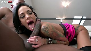 Pussy eating leads to hardcore fucking with busty Angelina Valentine